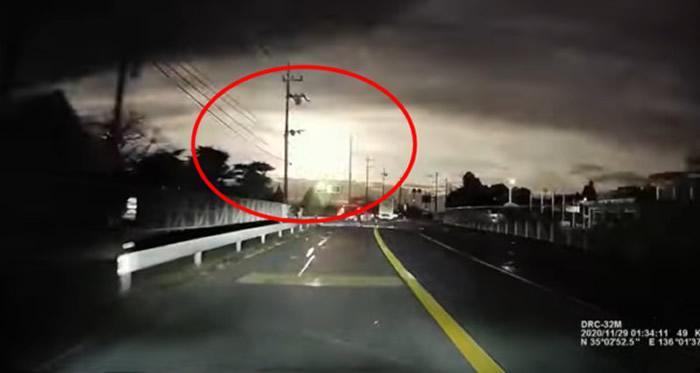 日本29日凌晨天空中再度出现火流星 巨大火球从天而降
